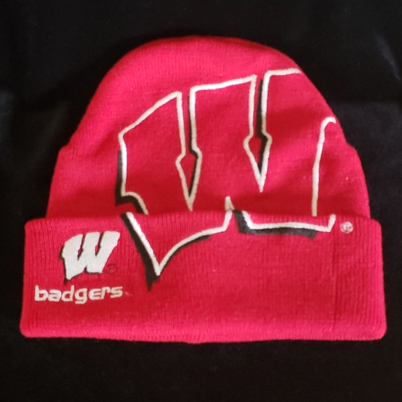 Bright Red Wisconsin Badgers Knit Hat Yth Sz 8-20